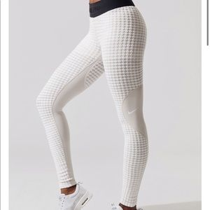 Nike Pro Medium Beige Hyper Warm Tights Leggings